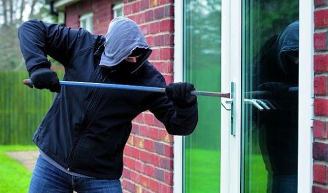 Okna o zwiększonej odporności na włamanie – w co muszą być wyposażone